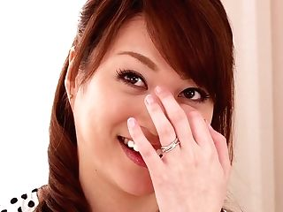 Fresh Comer Akari Hoshino Tells Us What She Likes