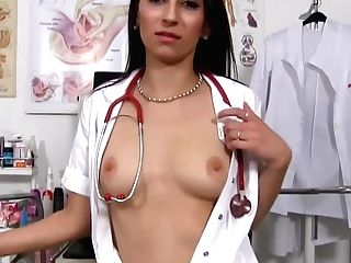 Dark Haired Doc Spreads Her Gams Broad Open And Offers Her Muff To A Patient