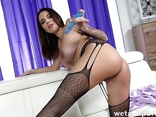 Voluptuous Single Woman Vanessa Decker Is Playing Hookup-starved Cunt